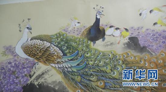 黄国富笔下的孔雀栩栩如生。新华网 彭博 摄