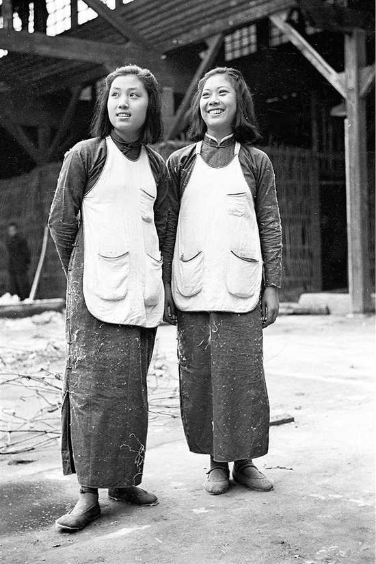 纺织厂的女工人。