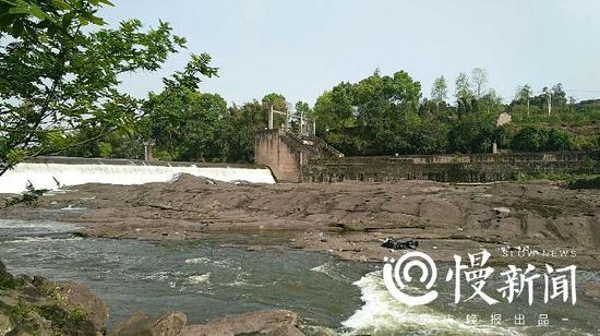 △长寿湖开闸放水导致市民受困