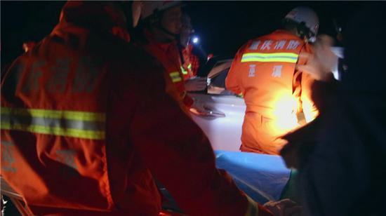 事后,据现场交警透露,出车祸的主要原因是由于驾驶员操作不当造成。