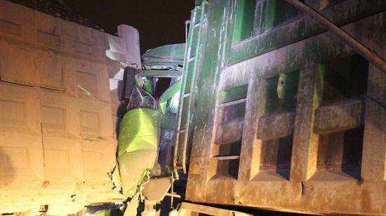 多次調動破拆工具才能救出駕駛員