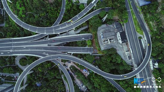 图为无人机航拍重庆苏家坝立交桥全景。新华网发(龚森 摄)