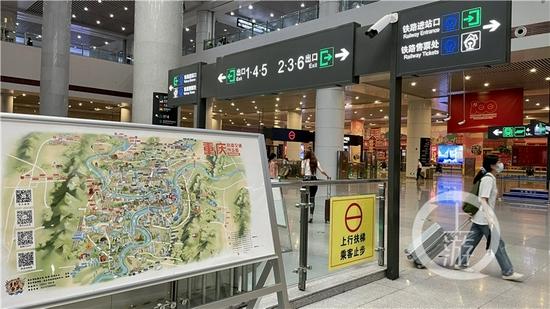 △位于重庆北站北广场站的手绘导览图展板。