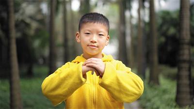 重庆市人民小学学生周芷圭送祝福。