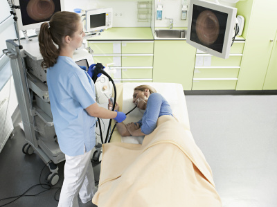 图4:专家建议高危人群需定期进行胃镜筛查 图/视觉中国