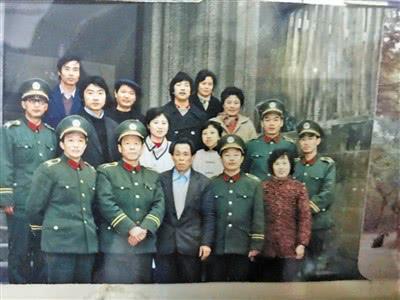 第一排左三为裴兴国老人。