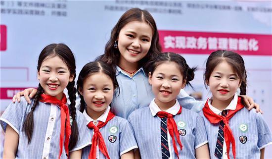孩子们笑靥如花 中国电信重庆公司供图