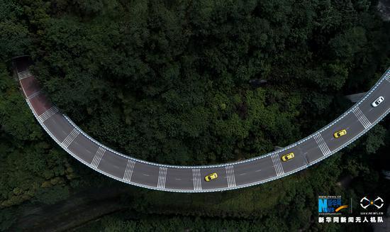 图为无人机航拍重庆苏家坝立交桥局部。新华网发(龚森 摄)