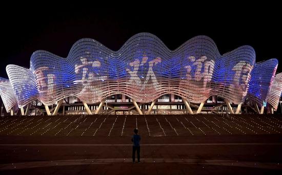 9月15日,第十四届全运会开幕式前的西安奥体中心体育场外景。新华社记者 李安摄