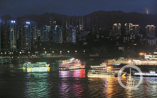"""""""两江游""""是重庆旅游名片之一。 上游新闻记者  杨新宇 摄"""