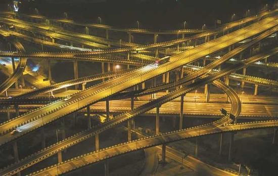 黄桷湾立交桥是重庆最复杂的立交桥。