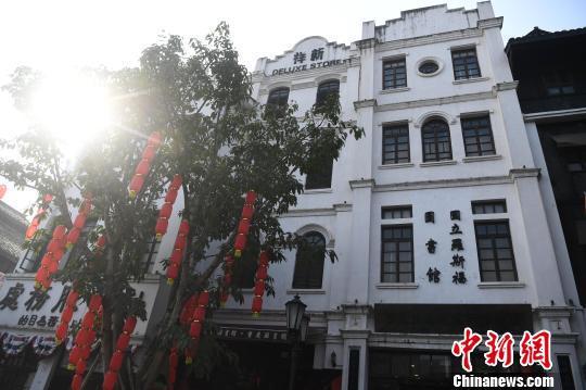 """图为坐落于重庆两江国际影视城(民国街)的""""国立罗斯福图书馆""""。 陈超 摄"""