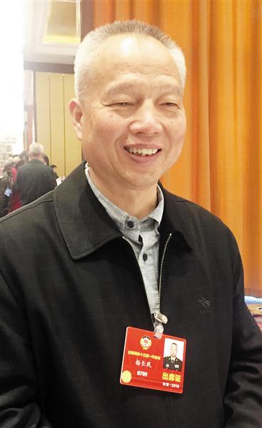 全国政协委员杨长风。