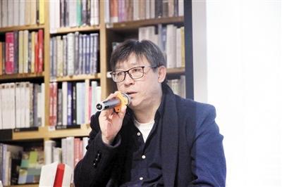 """70后作家阿丁来渝签售 """"重庆是我的第二故乡"""""""