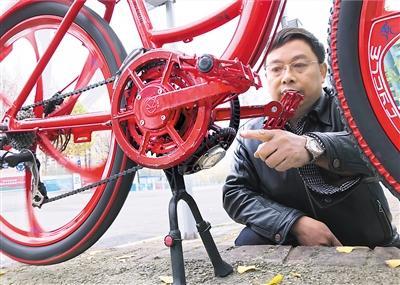 """56岁大叔发明360度""""任意踩""""自行车 就是这么酷"""