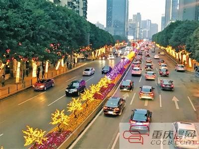 建新北路的灯光花树长廊。