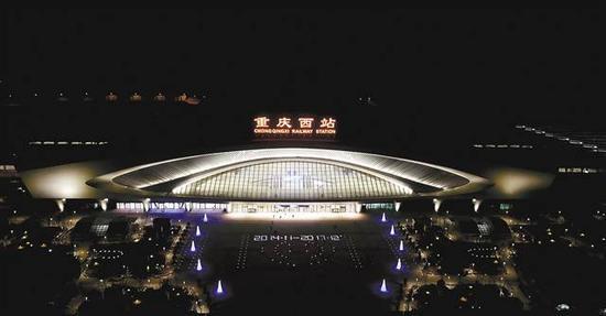 重庆西站夜景。