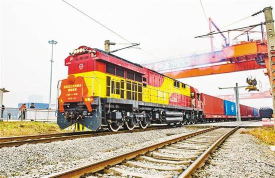 重庆至宁波沿江铁海联运国际班列首发