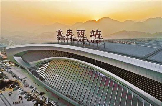 重庆西站是渝昆、渝西高铁、渝贵等线路的始发终到站。 通讯员 何超 摄