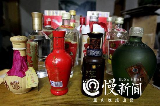 △王小东收藏的老酒,全都是年份白酒( 指窖藏时间长的酒)