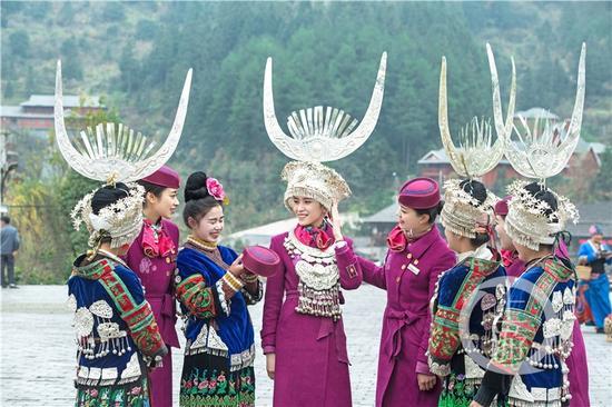 重庆客运段动妹在贵州西江千户苗寨