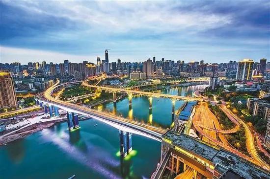 重庆嘉陵江大桥。司琪 摄
