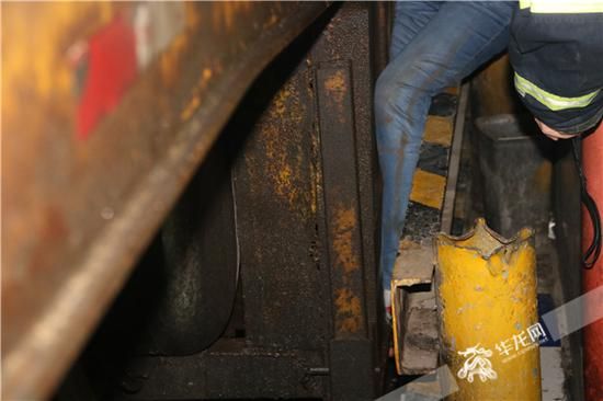 女子被卡的具体位置。万州消防供图 华龙网发