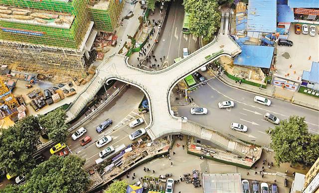 12月21日,罗汉寺天桥主体即将完工,预计明年上半年建成投用。