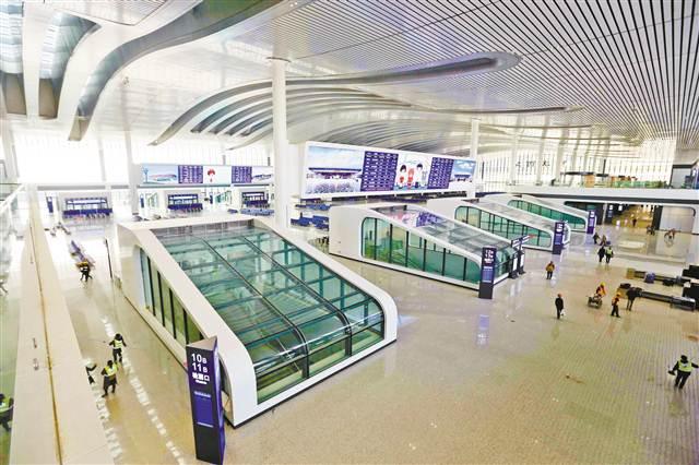重庆西站大厅。