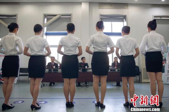 航空公司招空乘 引来三千俊男靓女竞聘