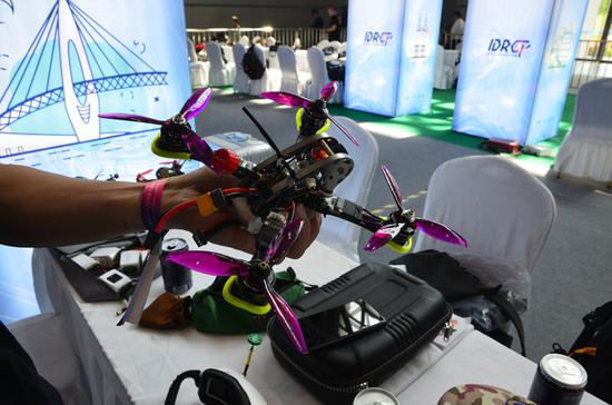 新浪重庆带你打探智博会之全球无人机竞速大奖赛