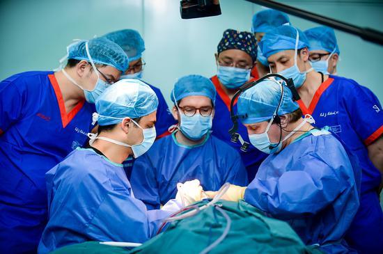 Rohrich教授首次以亚洲人为案例进行手术实操