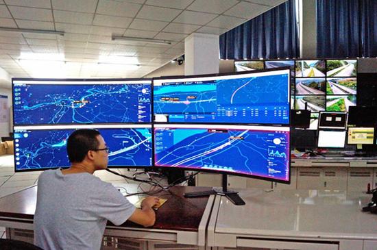大唐车路协同云控平台,可对车路协同设备、道路事件、态势进行可视化管理,并可提供车路协同大数据分析、交通事件AI决策、交通管控信息快速发布等。