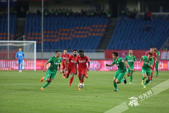 进球大战不设防 重庆斯威3:3北京国安