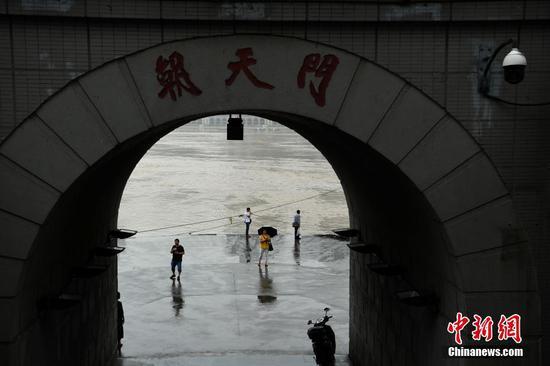长江重庆段水位持续上涨 水位即将抵达朝天门观景台