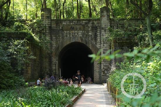 """重庆再现《千与千寻》场景 藏在山中的""""时空隧道"""""""