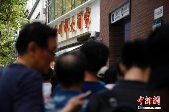 中秋将至网红月饼热卖 有人不惜排队7、8小时