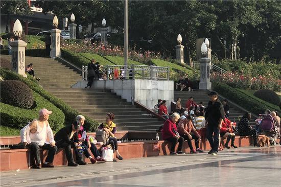 重庆阳光普照气温陡升 11月气温直冲30℃