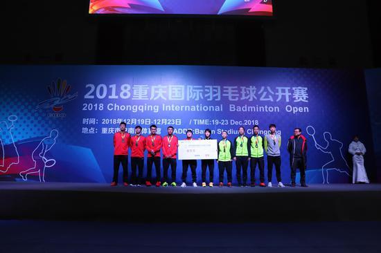 四川队获得2018重庆羽毛球公开赛团体赛亚军