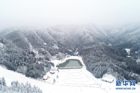 瑞雪兆丰年!重庆多地迎降雪 银装素裹分外美丽