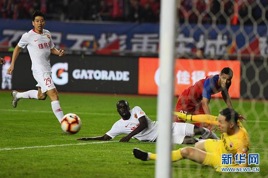 重庆斯威1:0战胜深圳佳兆业 赢得赛季首胜[组图]