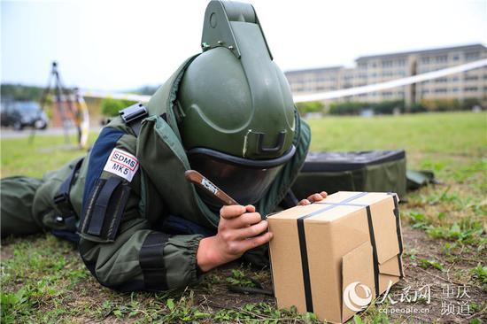 战味十足!直击武警重庆工兵防化分队训练现场(图)
