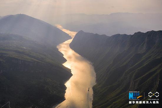 高清航拍:山水交融 三峡之光