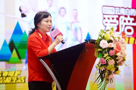重庆桐君阁大药房连锁有限责任公司副总经理叶静玲女士致辞