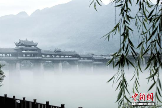 重庆千年古镇濯水现平流雾 烟雨朦胧似泼墨山水(图)