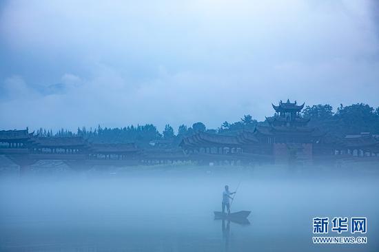 罕见自然景观!重庆一古镇水雾如纱犹如仙境(图)