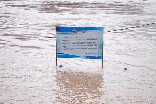 直击洪峰:长江流域水位高涨 朝天门码头人流管控
