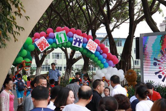 打探重庆中小学开学第一天:孩子兴奋 家长不舍(图)