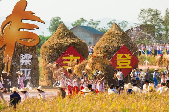 2019年中国农民丰收节长江三峡(梁平)庆祝活动摄影/覃宇