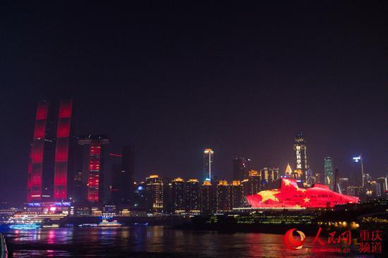 庆祝新中国成立70周年 重庆上演主题灯光秀[组图]